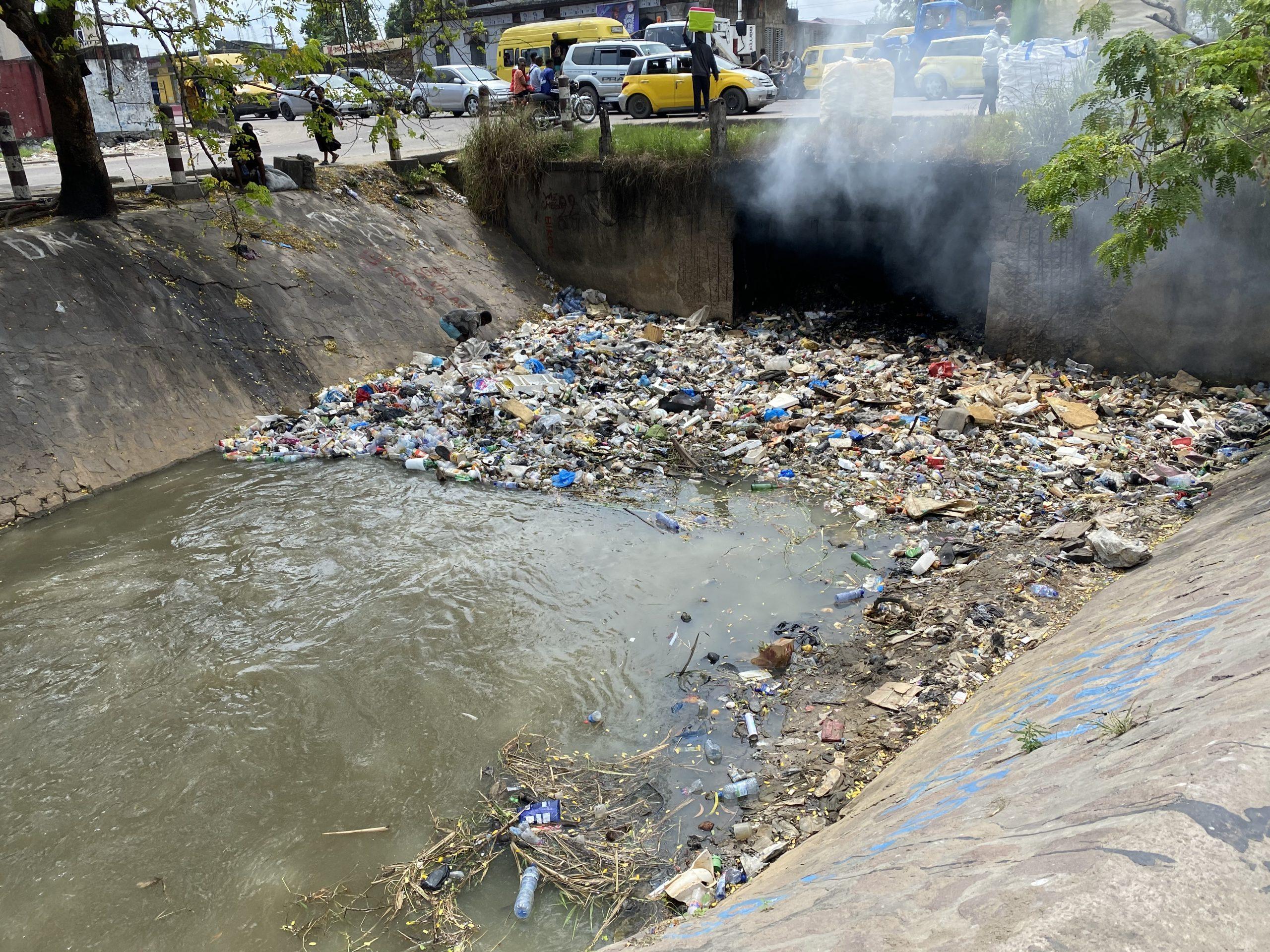 burning plastics at a canal in Kinshasa